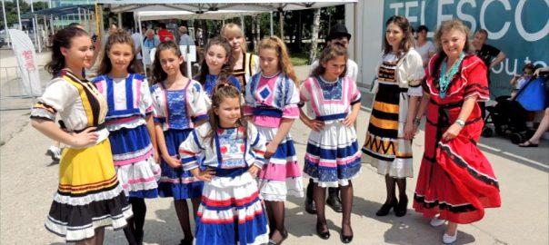 Costume de inspiratie folclorica