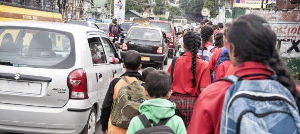 Copii scolari pe strada