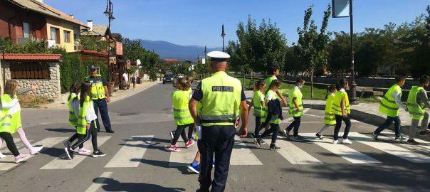 copii traversand, politia vegheaza